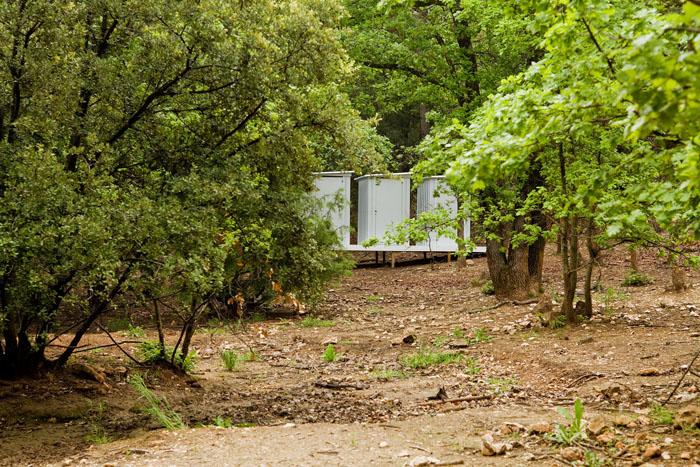 Colin Champsaur :  Remises, aux champs secrets #3, 2013 - remise de jardin en métal, socle 490 x 240 x 220 cm - ©Jean-Christophe Lett.
