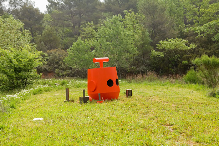 John Deneuve : No hay camino, hay que caminar (extrait de Luigi Nono), 2013 -, métal peint, hauteur : 1m90,  co-production de l'Atelier Ni - ©Jean-Christophe Lett.