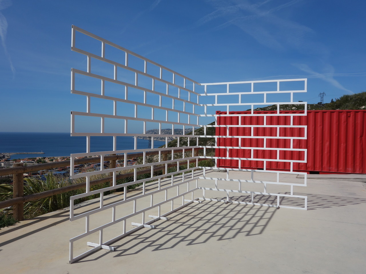 "Alain Brunet, ""Construction du mur"", 2014, exposition Centre Richebois, Marseille, DR. A. Brunet."