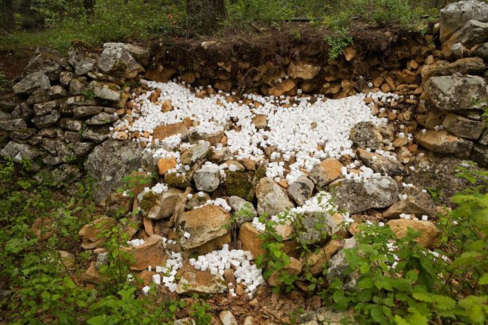 Ugo Cerina : le cri de Scylla -  cubes de céramique vernissée - 3x3 cm chaque - ©Jean Christophe Lett